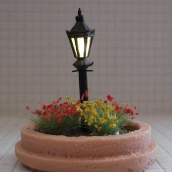 Flowerbed with Lamppost - N Scale